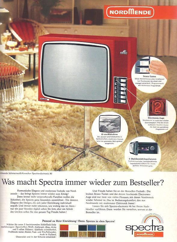 """Mit einer Farbanzeige wirbt Nordmende 1969 für den schwarzweiß Fernseher Spectra, den es passend zur Einrichtung in fünf Farben und fünf Holznachbildungen gibt. So passt er in jede Wohnung. """"Impulsatoren"""" sorgen für das perfekte Bild und """"Strato-Tasten"""" sehen gut aus und sind ziemlich modern."""