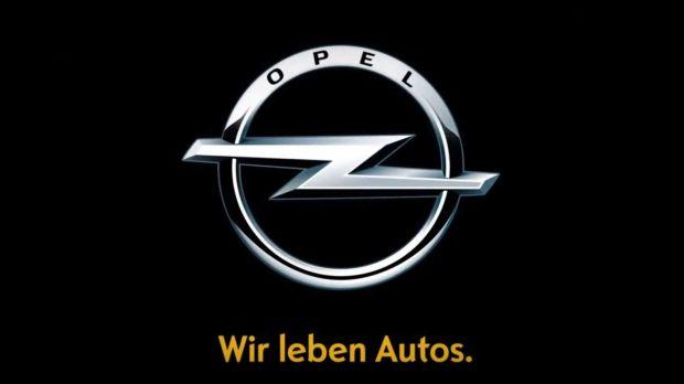 """Hat bald ausgedient: """"Opel - Wir leben Autos."""". Dieser Claim entstand 2009 in einer Zeit, in der das Überleben von Opel auf dem Spiel stand. Seitdem hat sich vieles geändert. Opel ist wieder erfolgreicher und wir reden von Mobilitätskonzepten, Elektromobilität und der Zukunft des Autos. (Foto: Opel)"""