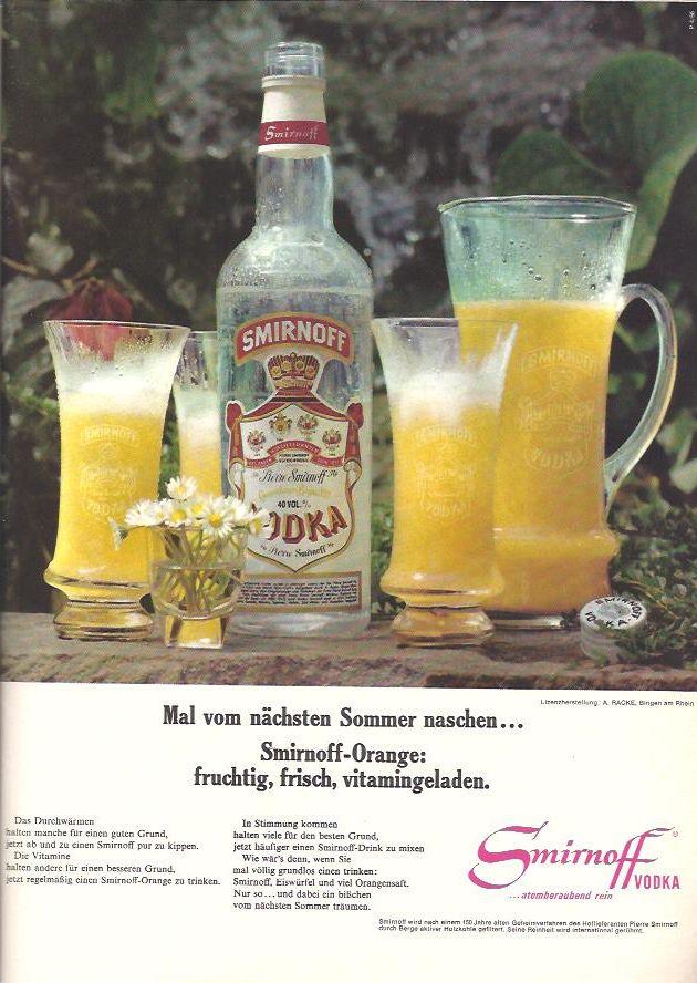 """In dieser Anzeige von 1967 lädt Smirnoff Vodka dazu ein, mal einen Smirnoff mit Orangensaft zu mixen - der Vitamine wegen. Der Copytext ist schon erstaunlich, den Smirnoff nutzt das Wort """"kippen"""" für den Smirnoff pur und regt an, Smirnoff auch einfach grundlos zu trinken..."""